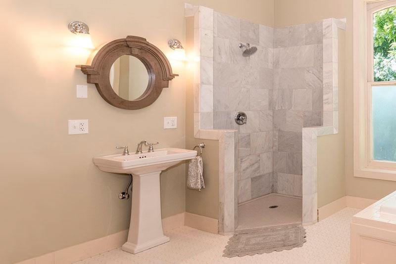 instalar una mampara para la ducha